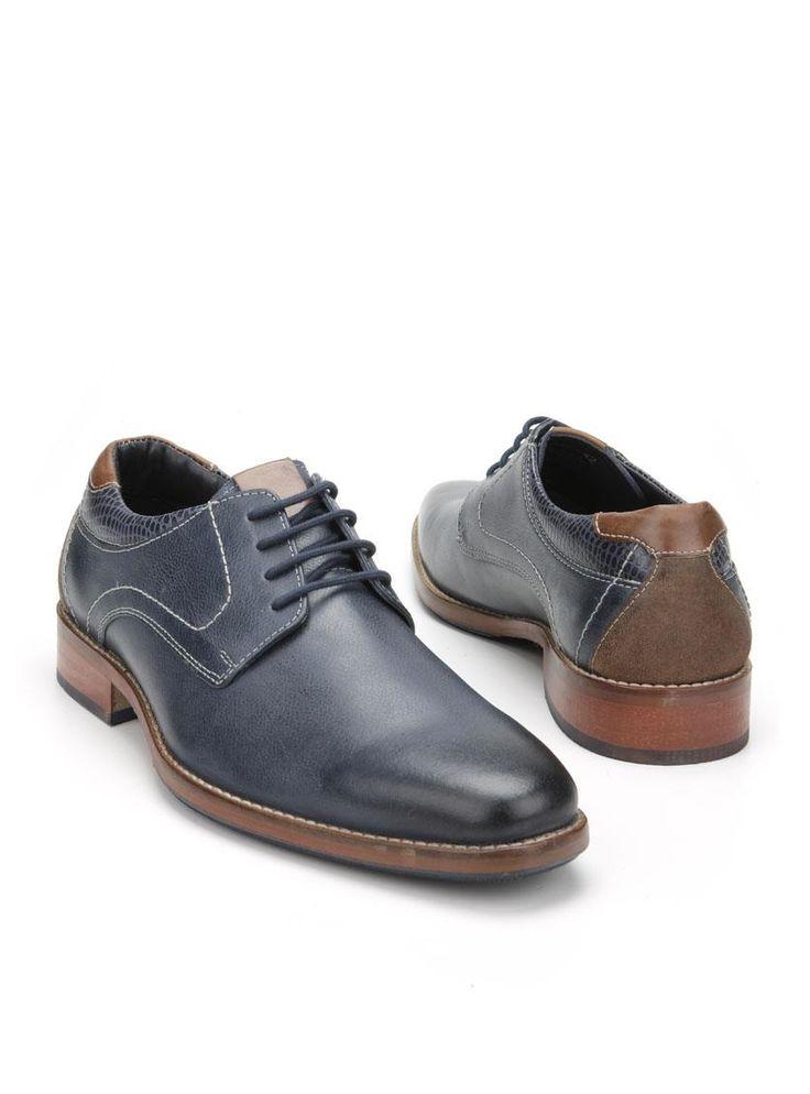 MOOY herenschoen  Description: Blauwe geklede veterschoenen van het merk MOOY. Deze herenschoenen zijn gemaakt van leer en hebben een kunststof zool. De schoenen zijn voorzien van bruine details en hebben stiksels ter decoratie.  Price: 71.99  Meer informatie