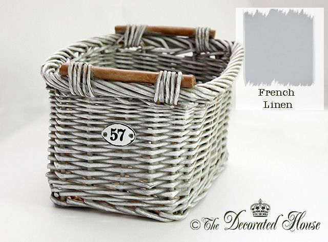 Great tutorial to create this weather gray finish! Step by step DIY from The Decorated House :: Annie Sloan French Linen Basket Makeover