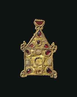 A GREEK GOLD AND GARNET PENDANT   									LATE HELLENISTIC PERIOD, CIRCA 1ST CENTURY B.C.