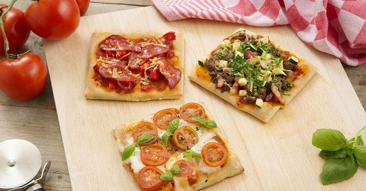 Snel lekkere zelfgemaakte pizza's op tafel? Bak pizza's met Italiaans Pizzadeeg uit de vriezer. Even laten ontdooien, toppen met jouw favoriete topping en bakken maar!