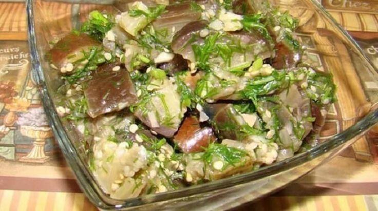 Чудесная закуска из баклажанов, которая напоминает грибы с чесноком. Баклажаны быстро готовятся, их можно подавать и гостям на праздник, и так кушать с домашними. Всего ночь и маринованные баклажаны у