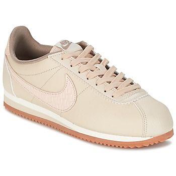 Deze lage sneaker van Nike kun je niet missen. Zowel trendy als comfortabel! Dit model is voorzien van een beige leren schacht. De Classic Cortez Leather Lux W is uitgerust met een textielen binnenvoering. De buitenzool is van rubber. Een model waar de sneakerfans op hebben gewacht. - Kleur : Beige - Schoenen Dames € 88,95