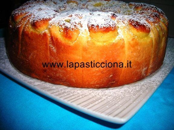 Torta delle rose con crema pasticcera  http://www.lapasticciona.it/2013/05/torta-delle-rose-con-crema-pasticcera/