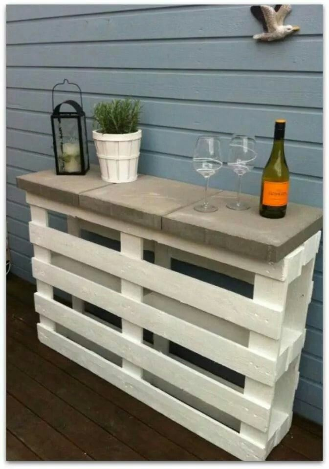 Recycle pallets made into a bar. 2 pallets + 3 pavers + white paint = a great outdoor shelf, bar or garden table. This is inexpensive, easy and handy. Share to keep it on your wall for future reference.