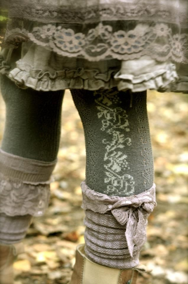 Dorothea: Ukens antrekk love the top of those socks! handkerchiefs as stretchy ruffle would be cute!