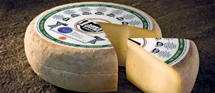 Toma Piemontese DOP es un queso de pasta blanda. Presenta un sabor armonioso y equilibrado reminiscencia de heno y hierba. Hecho únicamente con leche de Piamonte es característico de esta zona y reconocido por la Comunidad Europea con la DOP.