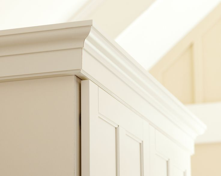 designmeetstyle: Crown jewel. Top your cabinets...