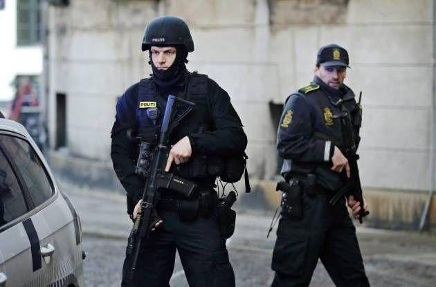 24. SEP. 2015 KL. 20.15 Politiets forslag til fremtidigt udstyr: Skudsikkervest, hjelm og kugler, der slår hårdere