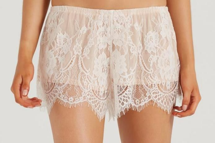 Bridal Lace Shortie Select colour BB CREAM/NUDE Description BRIDAL LACE SHORTIE LACE: 100% POLYAMIDE LINING: 97% POLYAMIDE 7% ELASTANE MESH 100GSM MODEL WEARS SIZE SMALL Product code: 663179-03