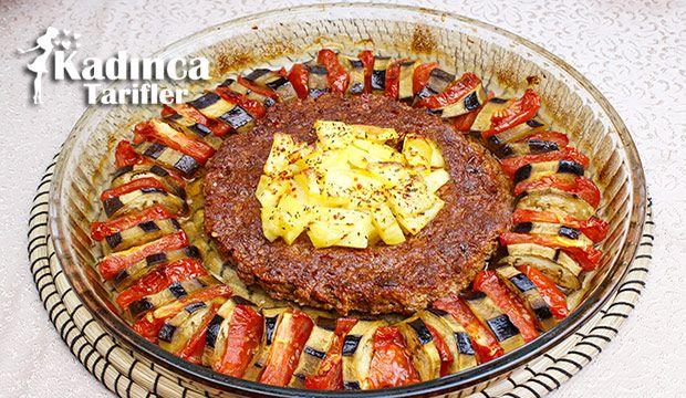 Patlıcanlı Tepsi Kebabı Tarifi nasıl yapılır? Patlıcanlı Tepsi Kebabı Tarifi'nin malzemeleri, resimli anlatımı ve yapılışı için tıklayın. Yazar: Sümeyra Temel