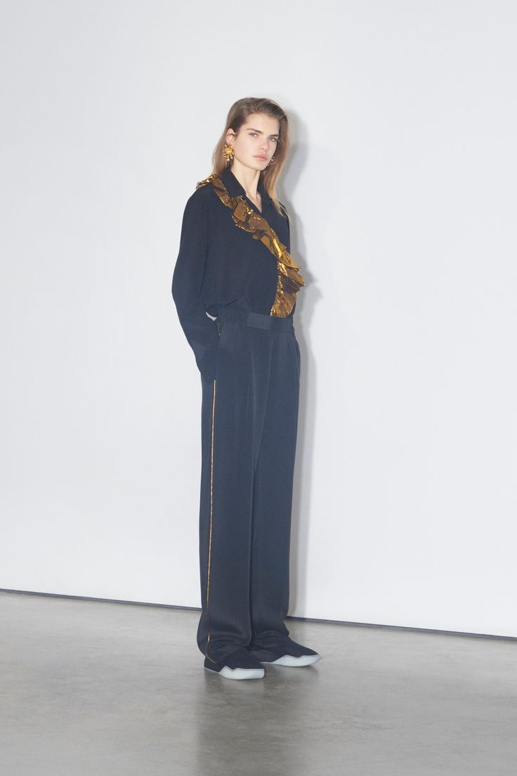 Stella McCartney Pre-Fall 2018 Fashion Show Collection