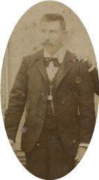 Matías Balbontín Fontaine (1852-1927). A los 14 años se integra al ejército durante la guerra con España. Cumplió labores de escribano del la Plana Mayor del 2° Regimiento de Artillería.