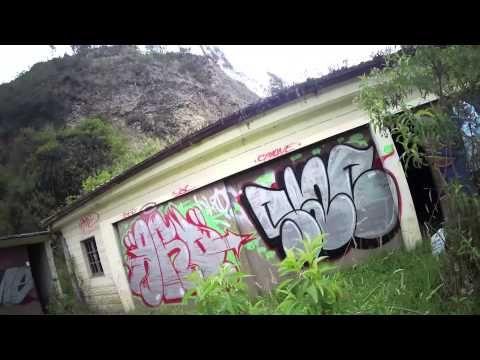 Graffiti ilegal en pueblo fantasma.