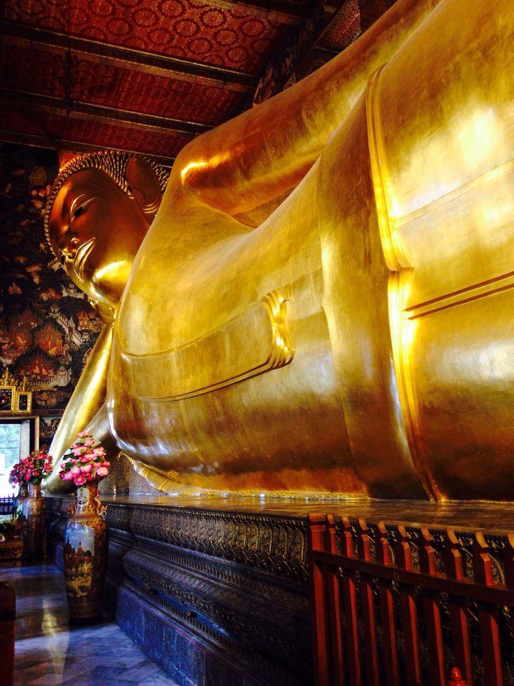 Sleeping gold Budha