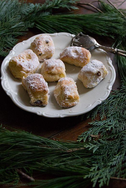 """Stollen ist eine der feinsten Traditionen die ich kenne. Jedes Jahr kommt er in der Weihnachtszeit auf den Tisch – """"Alle Jahre wieder"""" sozusagen. Dieses Rezept stammt ursprünglich…"""