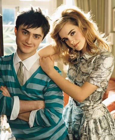 For a sec i forgot what Daniel looks like without harry's glasses and I'm like oh my goat!!! Who is that with emma!?!?!?!?!    Emma Watson ♥ Daniel Radcliffe