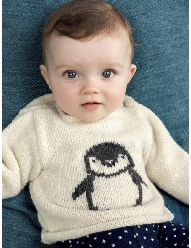 Babytrøye i glattstrikk med pingvin på magen, motivet broderes på med maskesting. Garnpakke 0-24 mnd i Soft+ fra Phildar, på norsk.