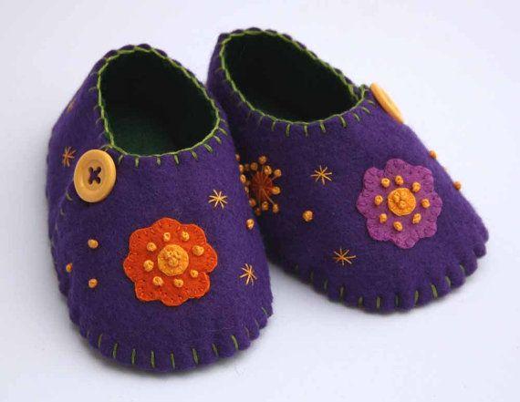 $45 Felt baby shoes, purple flower & button via Etsy
