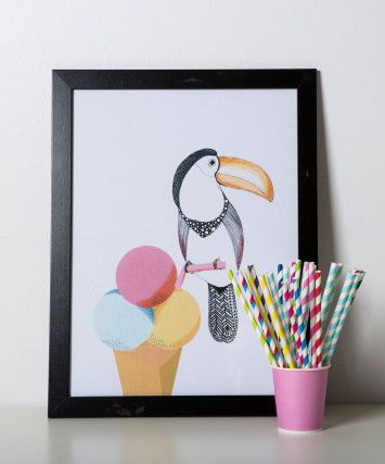 Fridays are a really good day to enjoy that little bit of everyday luxury, like ice cream for dessert after lunch or a drink after work. At least that's what I come to think of when I see this Happy Toucan by Mooncake. I just love it – don't you?
