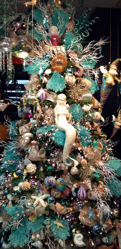 beach inspired Christmas tree  Sand 'N Sea Properties LLC, Galveston, TX #sandnseavacation #vacationrental #sandnsea