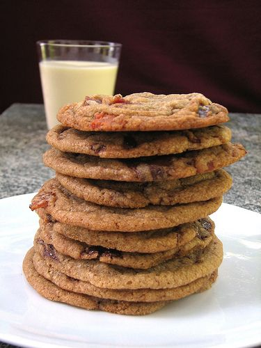 Brown Butter, Bacon & Chocolate Chip Cookies - I think I need to do this.: Choc Chips, Chocolate Chips, Chocolates Chips Cookies, Bacon Cookies, Bacon Chocolates, Brown Butter, Butter Bacon, Chips Bacon, Chocolate Chip Cookies