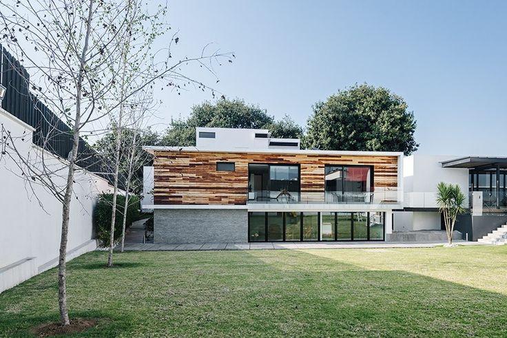 Casa Nochebuena | Dionne Arquitectos | #landscape #house #wood #garden #outdoor #design #facade #textures