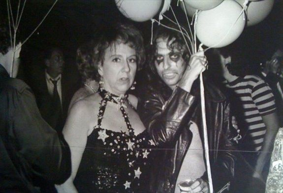 Classic Photo: Jean Stapleton and Alice Cooper. Jack Klugman in the background ~1970's