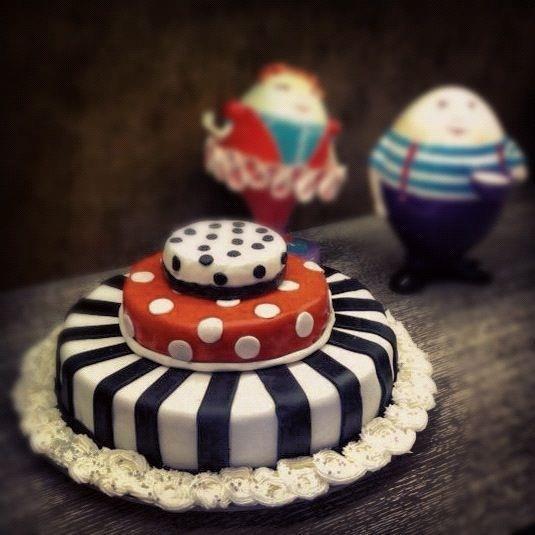 Alice in Wonderland cake!