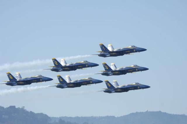Watch the Spectacular US Navy Blue Angels Air Shows: Six Aircraft in Formation