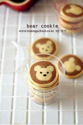 You will see the step-by-step how to bake this    so cute Bear Cookies at www.bakingschool.co.kr .     The contents are in Korean which...