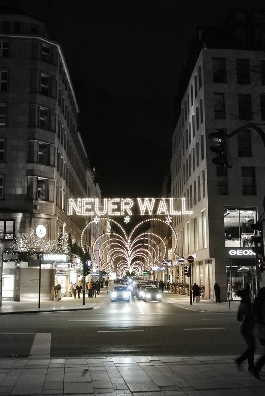 Neuer Wall at Christmas  #Hamburg }-> repinned by www.BlickeDeeler.de