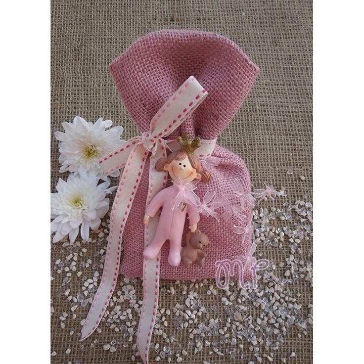 Μπομπονιέρες βάπτισης. Μπομπονιέρες βάπτισης κορίτσι πουγκί λινάτσα ροζ με κοριτσάκι μαγνήτη (κεραμικό)