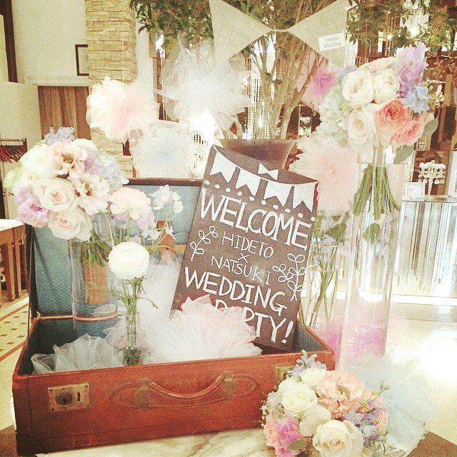 チュールポンポンかわいいなー。 ウェルカムスペースのアレンジ可愛い✨ #ウェルカムスペース#チュールポンポン#DIY#手作り#結婚式#ウェルカムボード#披露宴#受付 #welcomespace#welcomeboard#tullepompon#handmaid#wedding#receptionparty