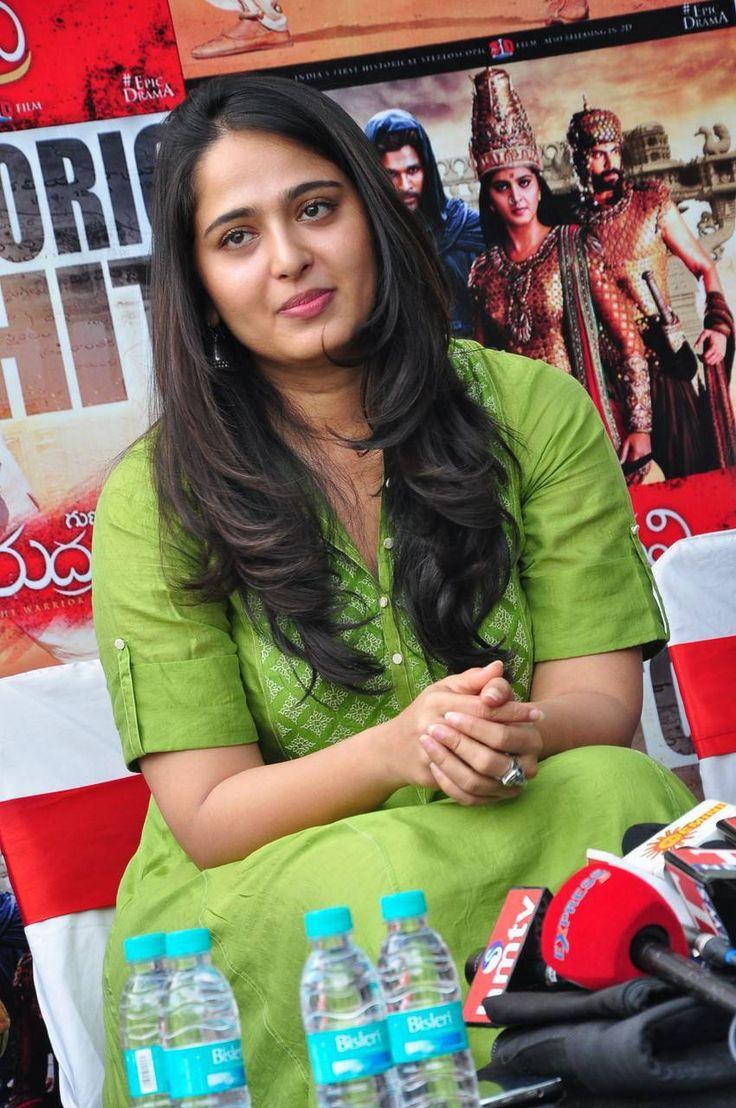 Anushka Stills At Rudhramadevi Success Meet - Tollywood Stars