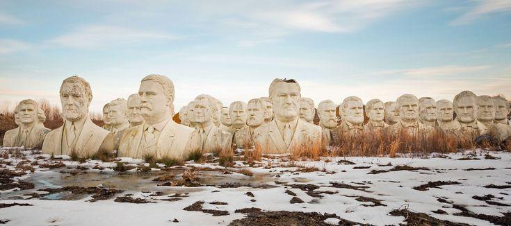 • НОВОСТИ В ФОТОГРАФИЯХ  -   Бетонные статуи бывших президентов США недалеко от фермы в Вирджинии. Слева направо: Рональд Рейган, Вудро Вильсон, Ричард Никсон, Джон Фицджеральд Кеннеди, Линдон Джонсон, Теодор Рузвельт, Джордж Буш-младший, Гровер Кливленд, Джеймс Гарфилд, Франклин Рузвельт, Честер Алан Артур, Улисс Грант, Джеймс Абрам Гарфилд, Франклин Пирс, Джеральд Форд, Эндрю Джонсон, Джон Куинси Адамс, Джеймс Мэдисон, Джеймс Бьюкенен, Миллард Филлмор и Джеймс Монро.