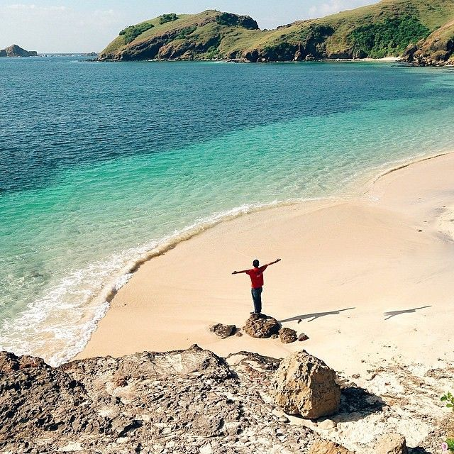 Tanjung Aan Beach. #letstravelindonesia #travelingindonesia Location: Kuta Lombok Village, Pujut Sub-District, Central Lombok, West Nusa Tenggara, Indonesia. Cool photo by @kudratrahmadi  Now Let's Travel Indonesia is available on Line  Line ID: @letstravelindo (pakai @ ya :D)