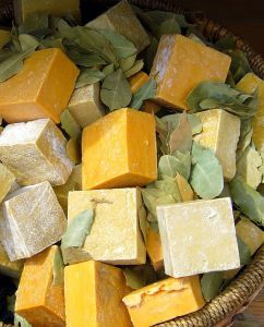 How to make homemade soap. Organic and natural,handmade soap recipes - using only olive oil as the base oil in the soap.....just click on your favourite soap recipe at the bottom of this page ..... Homemade soap....with just one base oil, pure and simple.
