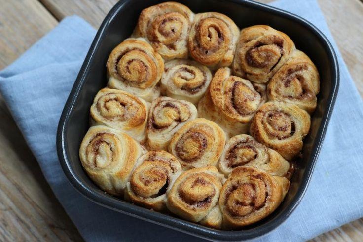 Heb je zin om iets te bakken? Maak dan eens deze snelle kaneelrolletjes met maar 4ingrediënten! Echt een aanrader! Eet smakelijk.