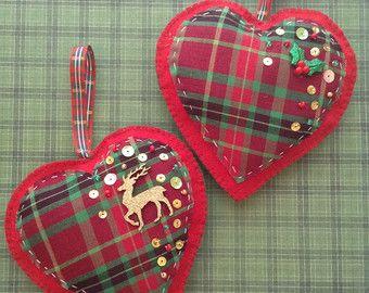 Adornos de Navidad / Navidad colgante corazones / cuadros clásicos corazón / Set de adornos navideños de tela 2, fieltro y tela escocesa / Vintage decoración Navidad