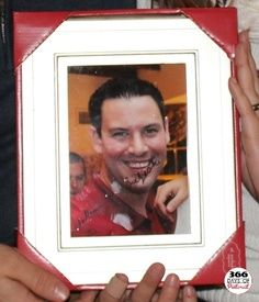 You can be mobile too! The Best White Elephant Gift - An autographed picture of yourself. I'm definitely doing this.