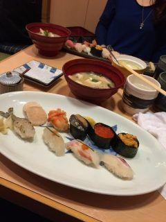 随分とご無沙汰してましたが天神のひょうたん寿司に行ってきました 学生のころにオヤジに初めて連れて行ってもらってからちょくちょく来ていますながーくその場所で営業できるってそれだけでも素晴らしいですね tags[福岡県]