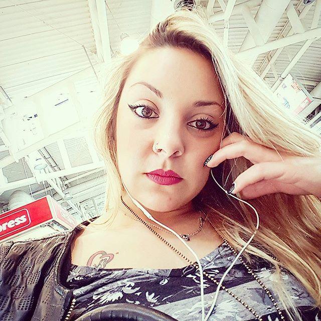 Le nostre valigie battute erano ammucchiate di nuovo sul marciapiede, avevamo una lunga strada davanti. Ma non importava, perché la strada era la vita!! #travelphotography #travelgram #travel #end #the #return #blonde #hair #lips #nails #sleepy #cagliari #sardinia #magic #country #picoftheday #photooftheday #instago #instalike #instame #instagram #instagrammers #fitnessgirl #instagood #like4like #follow4follow by vanessa_cingolani. sleepy #sardinia #travelgram #nails #magic #follow4follow…