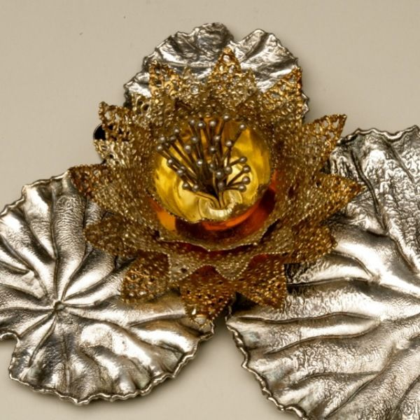 """Gallery925 - Stuart Devlin Sterling Silver and 24KT Gold Vermeil """"Lily Pad"""" Candle Holder, Handmade Sterling Silver"""