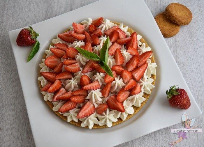 Tarte aux fraises façon Fantastik (facile et sans cuisson). Recette de cuisine ou sujet sur Yumelise blog culinaire. Une merveilleuse tarte, délicieuse, facile et sans cuisson. Avec de bonnes fraises de saison et une crème au mascarpone vanillée, quelques feuilles de basilic, et voilà l'été dans la maison bien en avance !