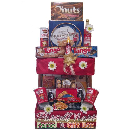 A full basket Favorite Snacks. Celebrate the moment, free delivery to Indonesia. IDR 675.000  See more products at http://parselmart.com