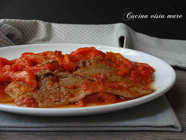 Fettine+di+vitello+in+umido+con+peperoni