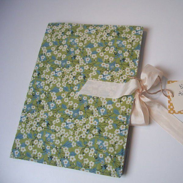 Couverture en fleurs Liberty pour un agenda / events with a cover made in liberty fabrics