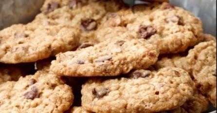 Açlığınızı bastıracak diyet yapanlara özel hazırlanmış diyet yemekler Diyet Evim mutfakta. Diyet yulaflı muzlu kurabiye tarifini deneyin.