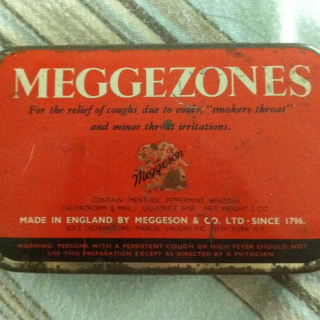 A vintage tin box for my business card - perfection!