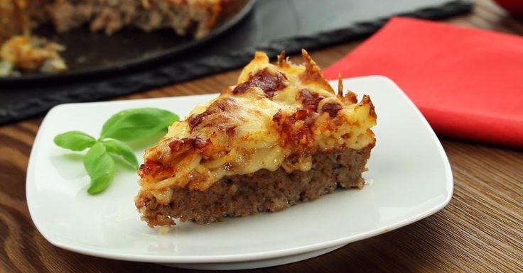 Coloque a carne moída em uma forma de bolo e asse. Você nunca viu um prato clássico feito dessa maneira!